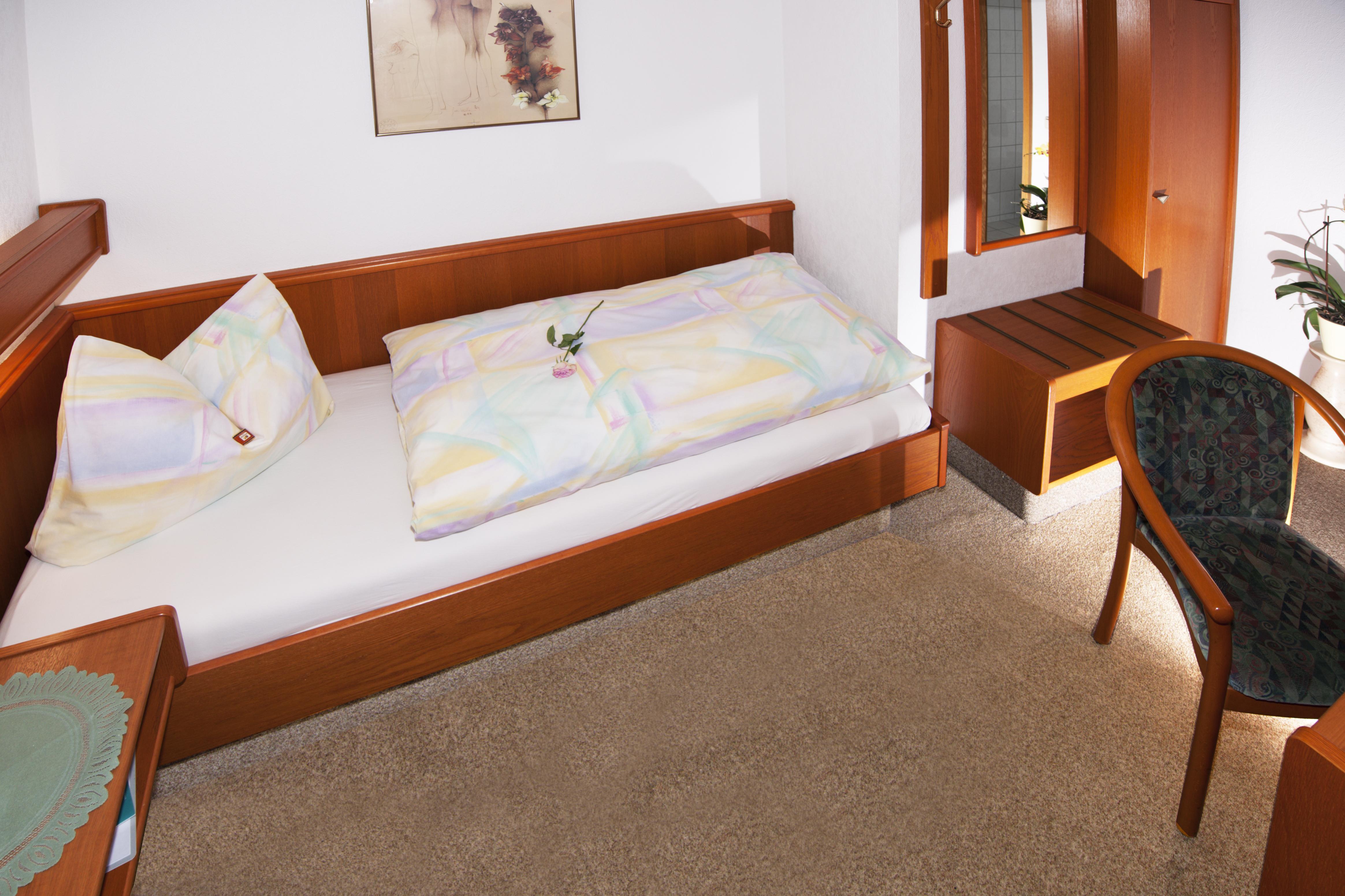 Einbettzimmer 06