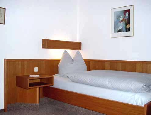 Einbettzimmer 04